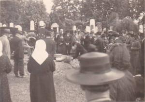 3 Fotografie z pohřbu Hedy Eisnerové