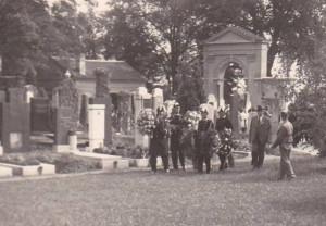 6 Fotografie z pohřbu Hedy Eisnerové