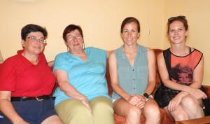2 Vnučka Anita Moravec Gard, praneteř Marta Šenkapounová, Alicia Frances Carter, rodinná přítelkyně Eliška Tomsová