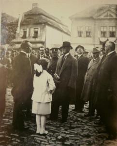 1 Pan president T.G.Masaryk navštívil Čáslav 23. září 1922. Pozdravil se s občany před radnicí