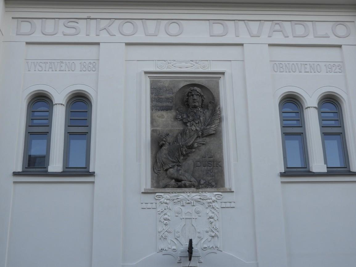 44 Čáslavské Dusíkovo divadlo
